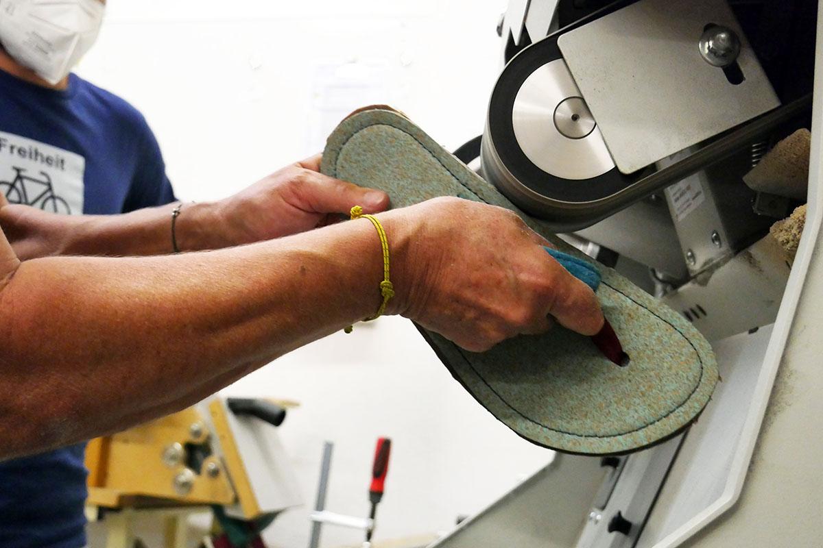 Doghammer Selfmade Workshop - Schleifen der Schuhe