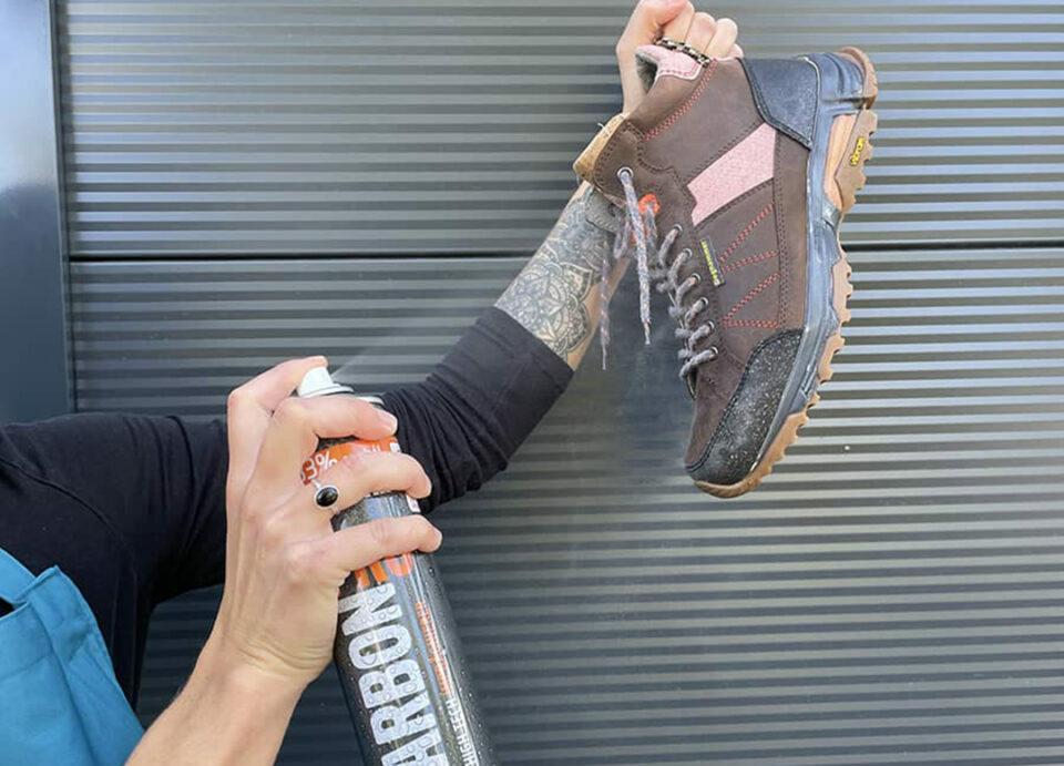 Wanderschuhe imprägnieren mit Spray