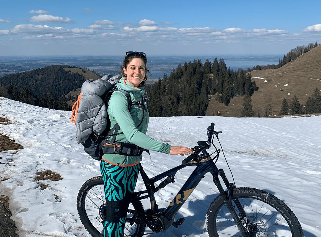 Guide Testerin Manuela mit Fahrrad