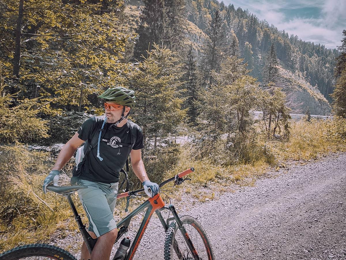 Packliste Radreise - Mila auf seinem Rad