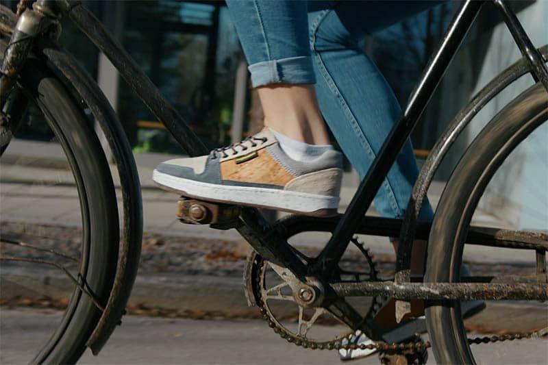 oranger fahrradschuh im einsatz