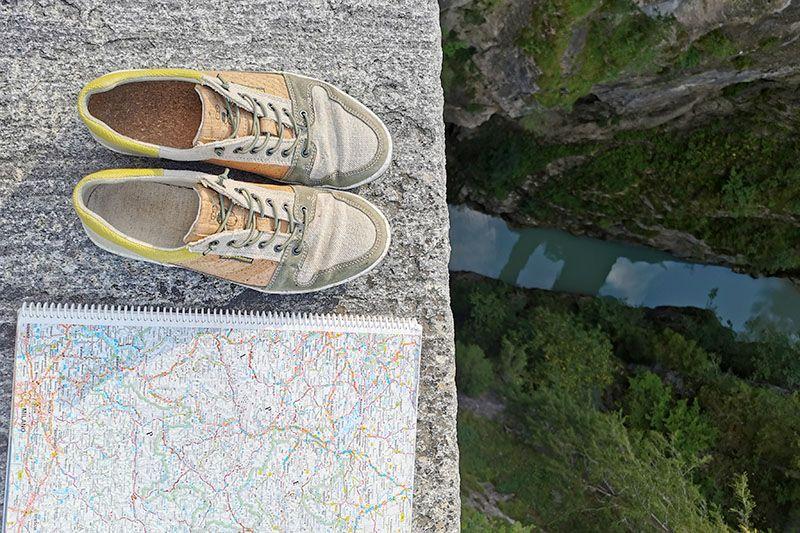 leinenschuhe mit landkarte
